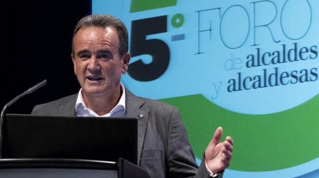 El presidente de la DPZ, el socialista Juan Antonio Sánchez Quero, durante el Foro de Alcaldes en el que ha detallado las aportaciones económicas que va a realizar la Diputación