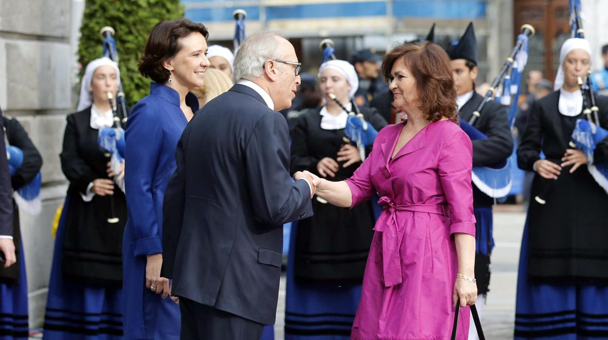 El Gobierno, recibido entre pitos y gritos de «dimisión» a su llegada los Premios Princesa de Asturias