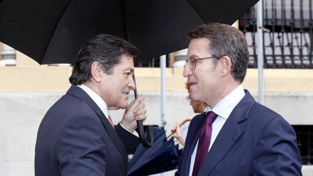 Fernández y Feijóo, durante su encuentro en Oviedo