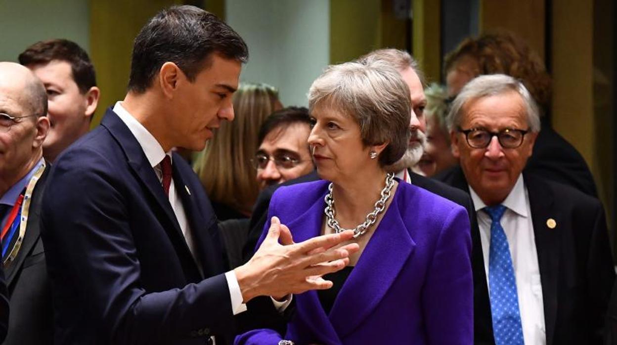 Sánchez dice que sigue la senda del PP en Gibraltar