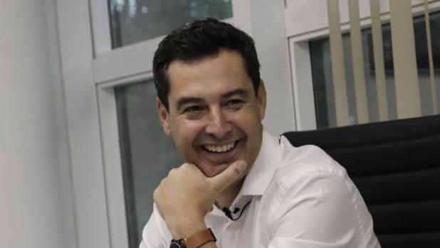 Juanma Moreno Bonilla, líder del PP en Andalucía, durante la entrevista con ABC