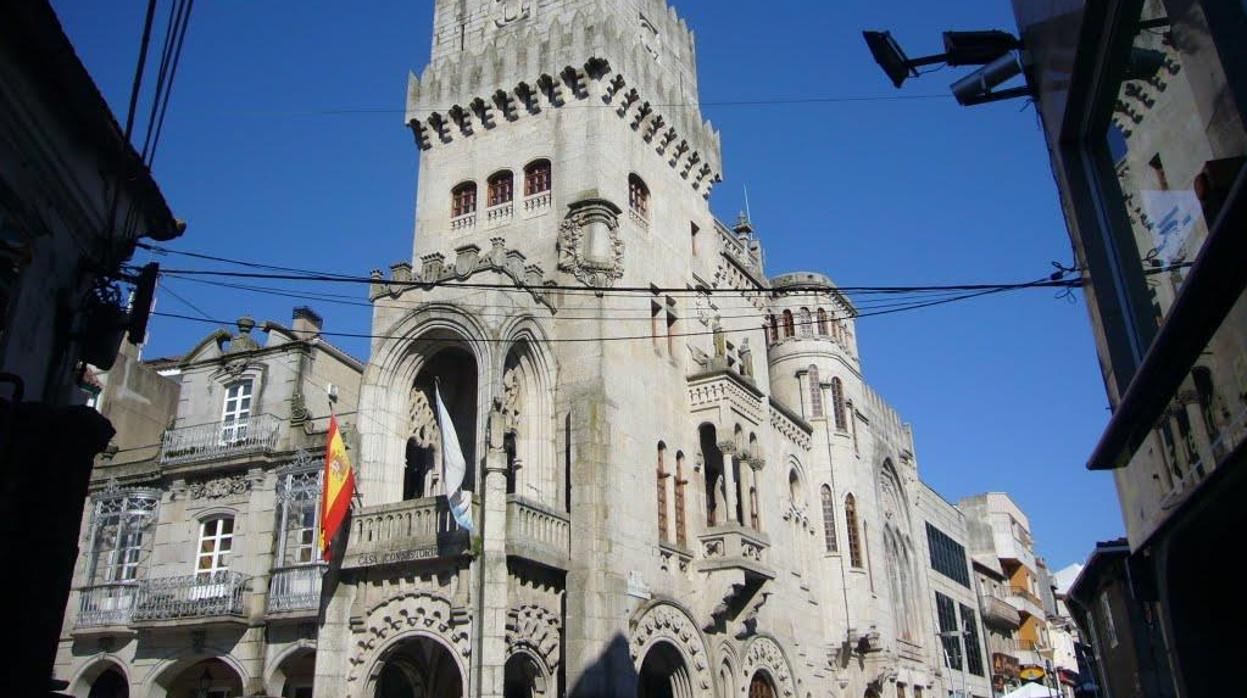 Vende dos viviendas ilegales por más de 320.000 euros falsificando licencias del ayuntamiento
