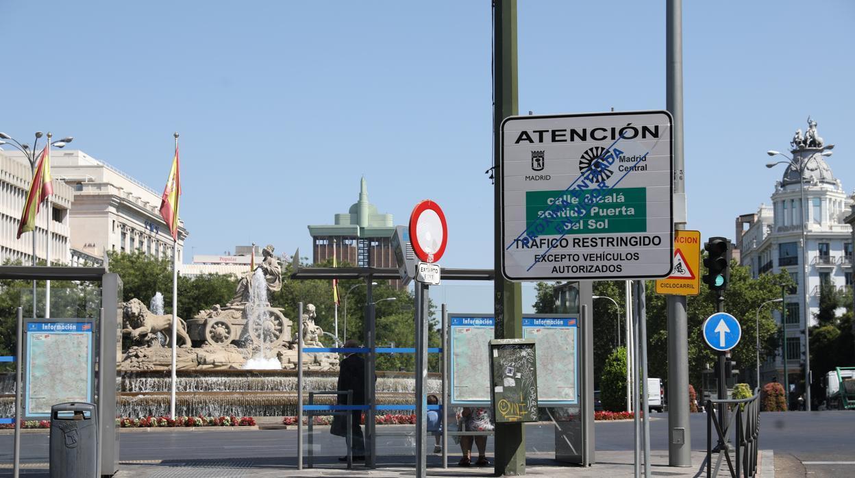 Los afectados por Madrid Central recogen firmas contra Carmena por su plan «improvisado»
