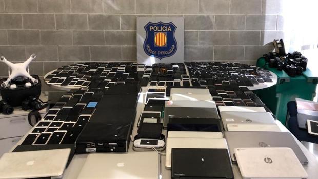 Parte de los objetos que se almacenaban el el gran depósito de Barcelona