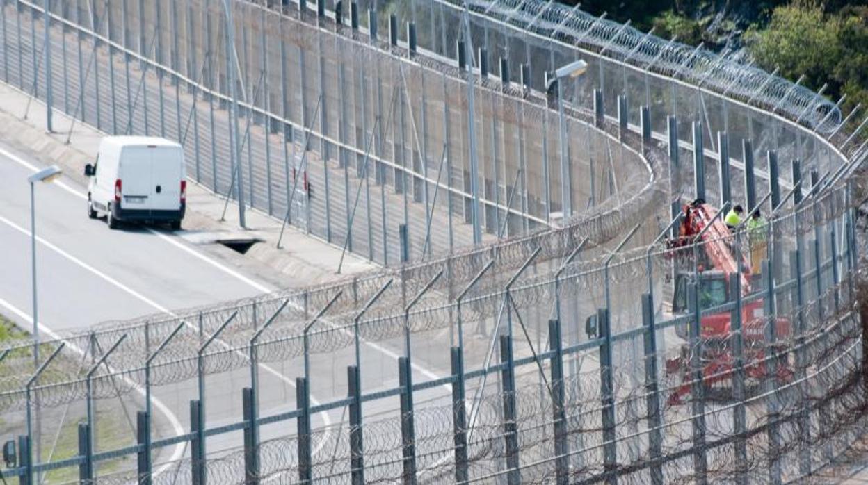 Rabat lleva al sur a los inmigrantes de los montes cercanos a la frontera de Ceuta