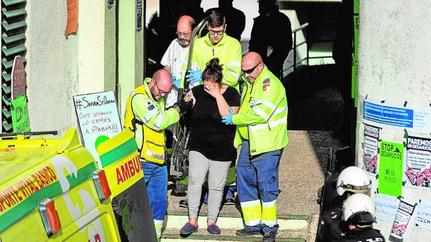 La desalojada sufrió una crisis de ansiedad, por lo que tuvo que ser ingresada en el hospital