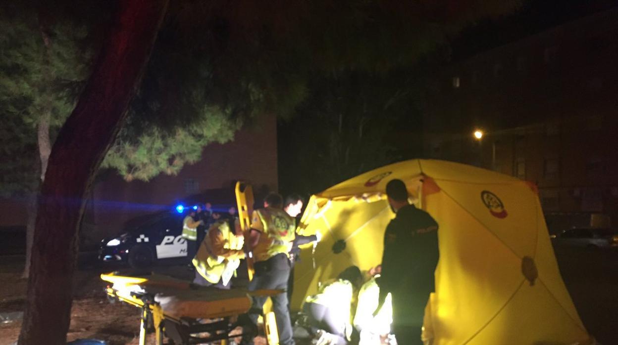 Dos heridos graves por arma blanca y un herido leve en un parque de Moratalaz