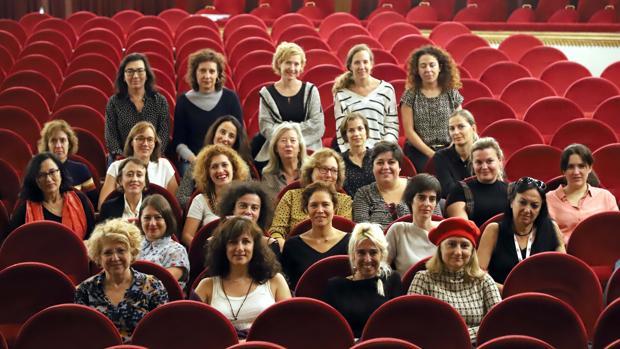 Participantes DE la mesa redonda «Mujeres productoras de cine en España» en el Teatro Calderón de Valladolid
