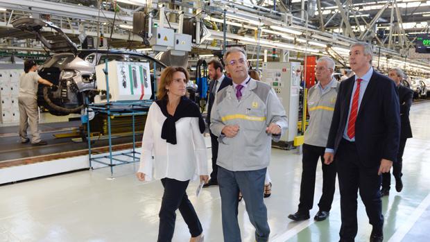La ministra de Transición Ecológica, Teresa Ribera, durante una reciente visita a la factoría de Renault en Valladolid
