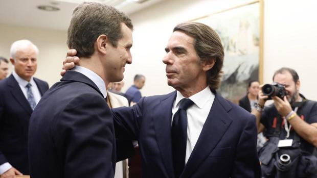 Plena sintonía de Aznar y Casado, que coinciden en la necesidad de refundar el centro derecha sin complejos