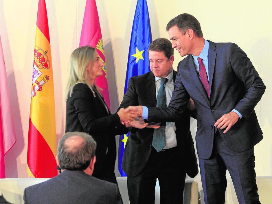 Sánchez expresa su «compromiso firme» para finalizar la A-40