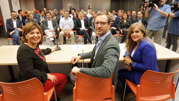 Isabel Bonig, Javier Maroto y Eva Ortiz, en el comité ejecutivo regional de este lunes