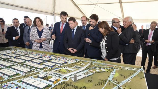 El presidente García-Page, junto al alcalde de Guadalajara y las consejeras de Economía y Fomento