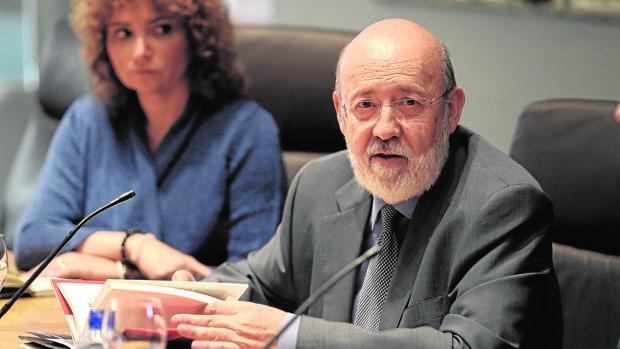 El socialista Tezanos premia a su partido en el CIS pese a la ola de escándalos que afectaron al Gobierno