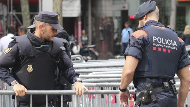 Policíía y Mossos en la huelga general en Cataluña del 3 de octubre del año pasado