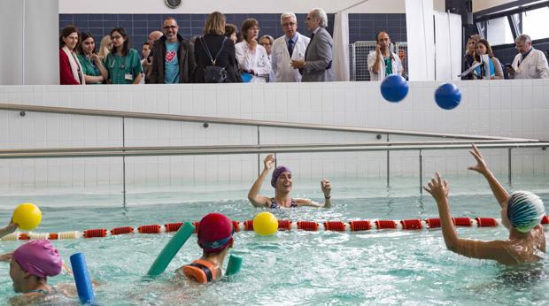 Pacientes practicando ejercicio físico en el Hospital 12 de Octubre de Madrid