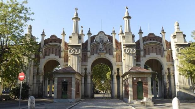 Pórtigo gótico del cementerio de La Almudena