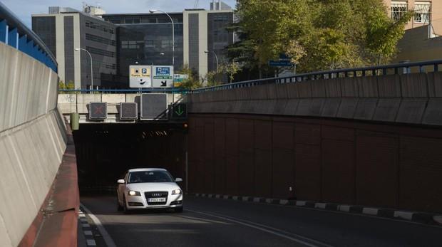 El túnel de Sinesio Delgado, ayer, afectado por filtraciones