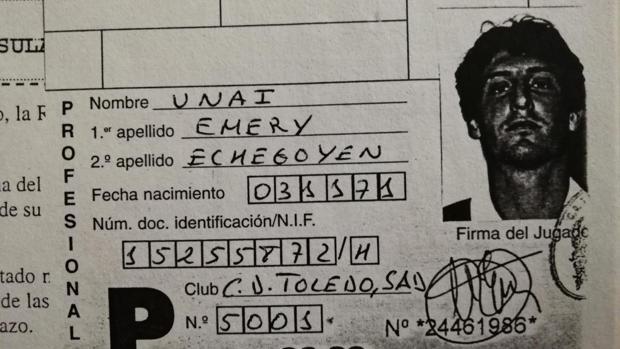 Ficha de competición de Unai Emery en la época en la que jugaba en el Toledo (entre 1996 y 2000)