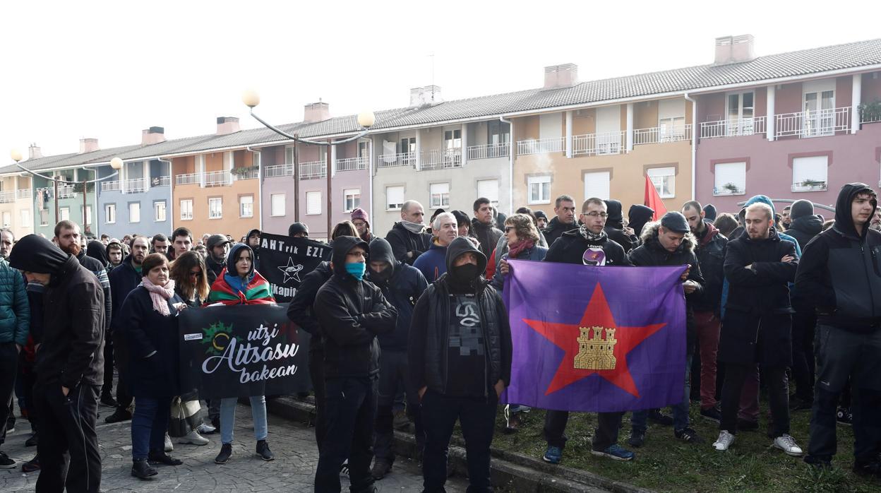 Piedras y gritos de «fuera fascistas» en la visita de Albert Rivera a Alsasua