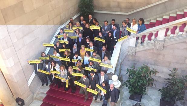 Diputados de Junts per Catalunya, ERC y Nuet y Alamant, a título personal, este miércoles en el Parlamento catalán