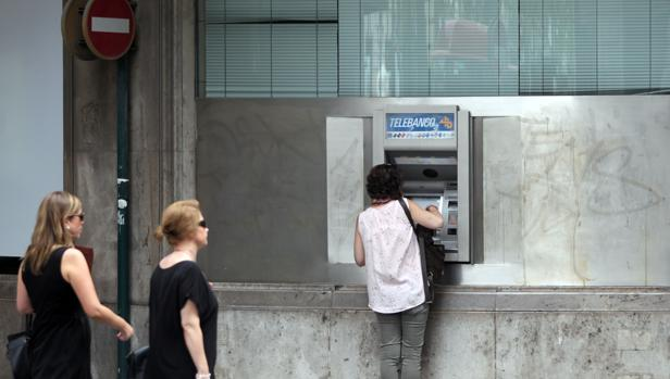 Imagen de archivo de una sucursal bancaria en Valencia