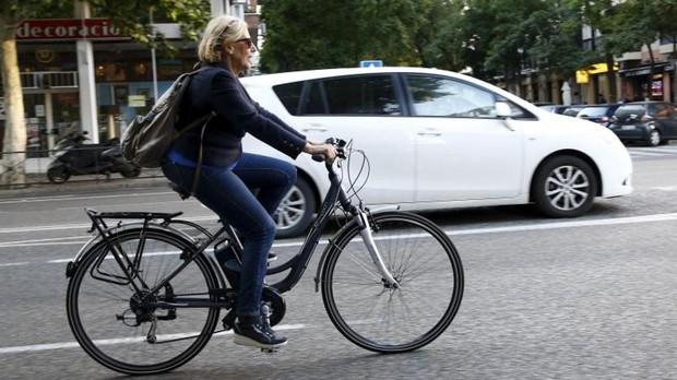Manuela Carmena, en bicicleta, en mayo de 2015