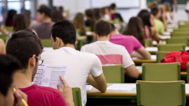 Imatge d'alumnes en la Universitat de València