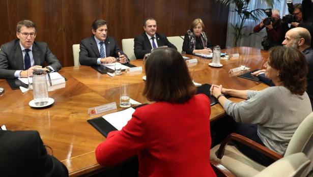 Reunión entre el Gobierno central, los presidentes de Asturias y Galicia y los alcaldes de La Coruña y Avilés