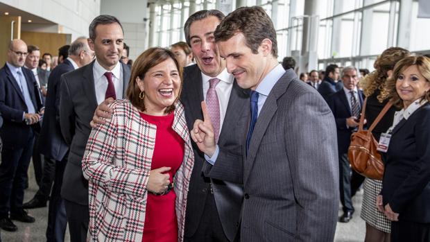 Isabel Bonig y Pablo Casado, durante el congreso de Empresa Familiar celebrado en Valencia