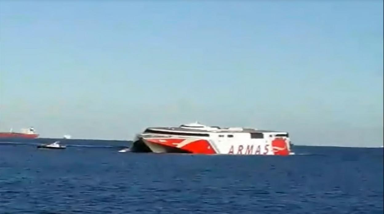 Lo que se sabe de la colisión de dos barcos en Canarias