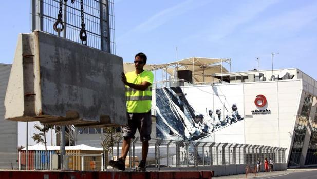 Un trabajdor en una obra en la ciudad de Valencia