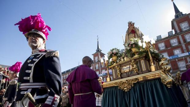 Procesión de la Virgen de La Almudena, en la Plaza Mayor
