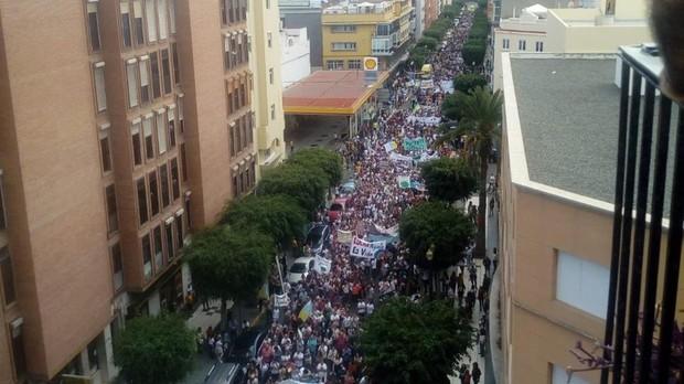La avenida Tomás Morales llena de gente contra el nuevo puerto de Agaete