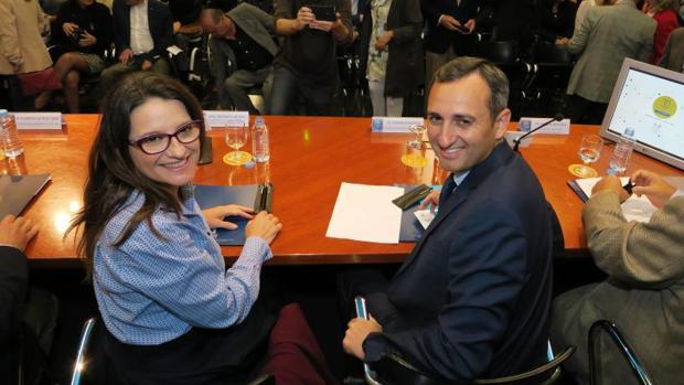 Oltra y Sánchez en Alicante en un acto público en 2017