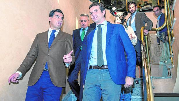 Juan Manuel Moreno y Pablo Casado, en un encuentro informativo en Jaén el viernes
