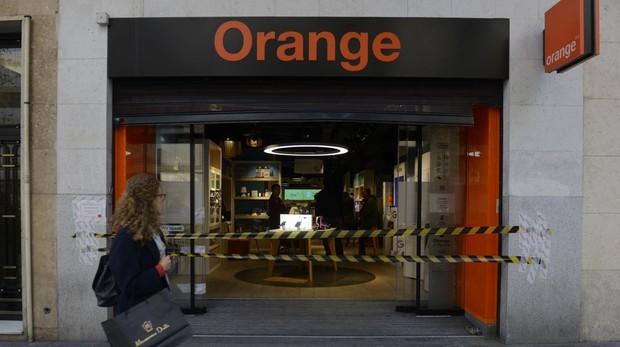 La tienda de Orange, precintada tras el primer asalto