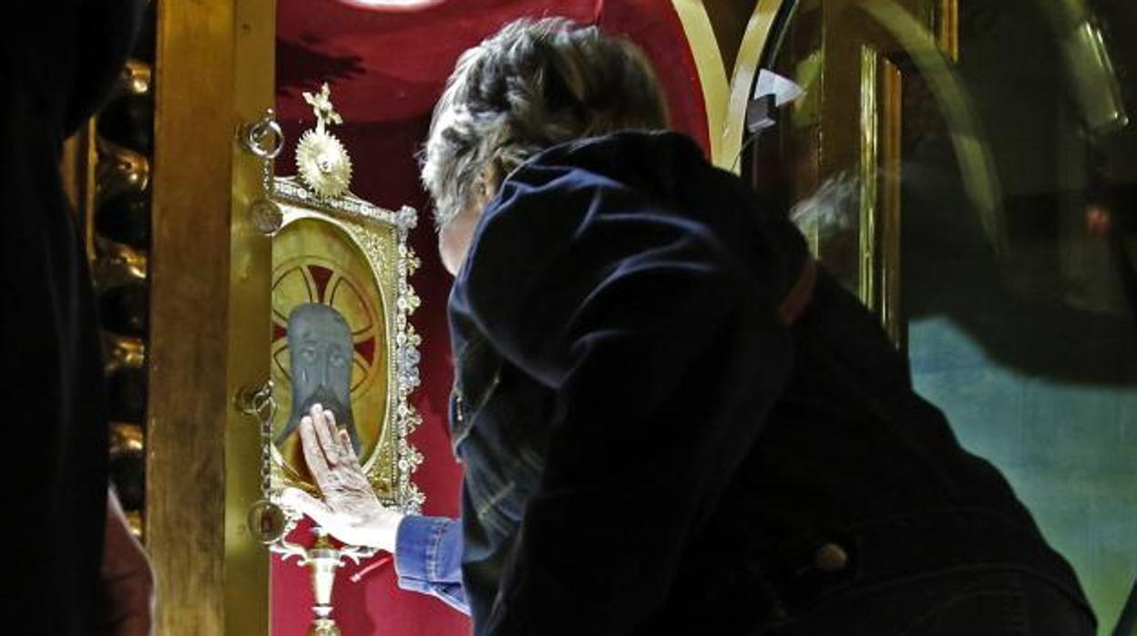 La reliquia de la Santa Faz de más de 500 años, en manos de la Policía