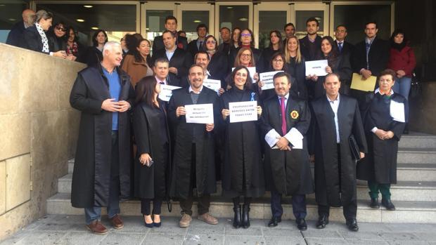 Concentración de abogados del turno de oficio en los juzgados de Toledo este martes