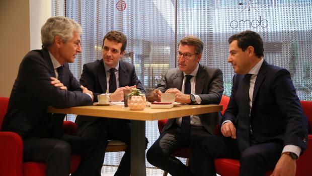 Adolfo Suárez Illana, Pablo Casado, Alberto Núñez Feijóo y Juan Manuel Moreno, ayer en un desayuno en Madrid