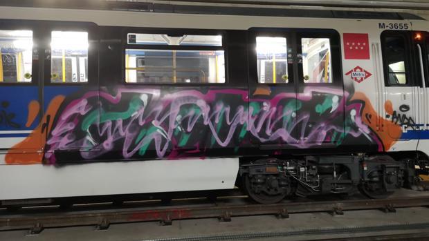 Una de las pintadas aparecidas recientemente en los vagones de Metro