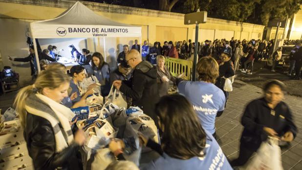 Imagen del reparto del Banco de Alimentos de Valencia de este miércoles