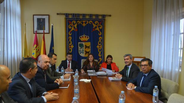 Un momento de la reunión celebrada en el Ayuntamiento de Cebolla