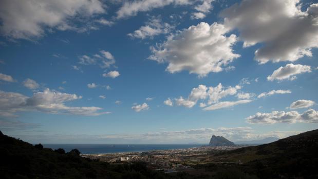 Imagen de la comarca con Gibraltar al fondo