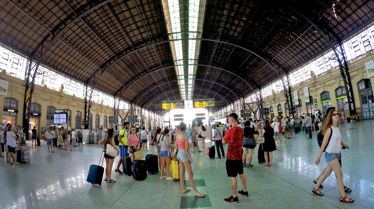 Apuñala a un desconocido con unas tijeras cuando bajaba del tren en la Estación del Norte de Valencia