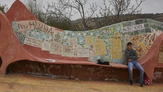 «Olmeda representa a todos los alcaldes que luchan para que sus pueblos no desaparezcan a corto plazo», ha declarado su alcalde, José Luis Regacho, a Efe