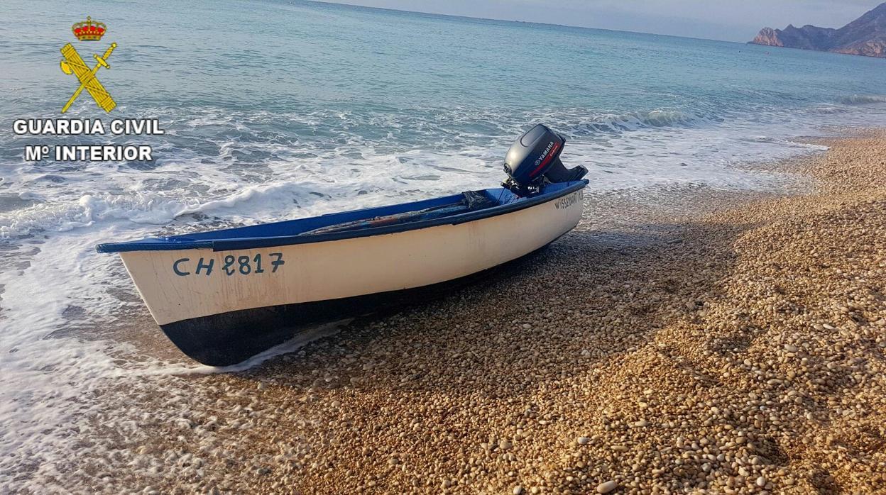 Interceptados nueve inmigrantes tras su llegada en patera al sur de Alicante