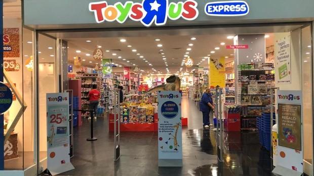Entrada de la tienda de Toys «R» us en La Gavia