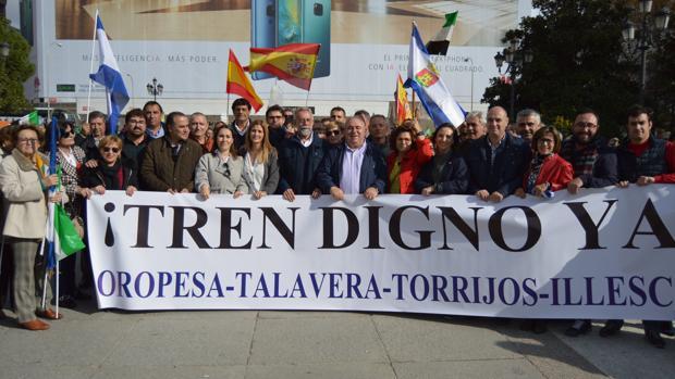 Senadores, diputados y alcaldes del PP piden mejoras en la línea Madrid-Extremadura