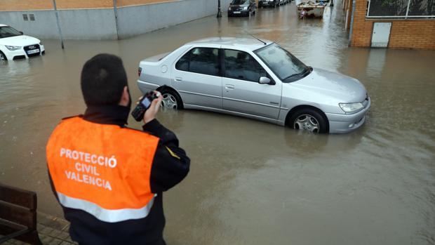 Imagen de una de las calles inundadas en Valencia